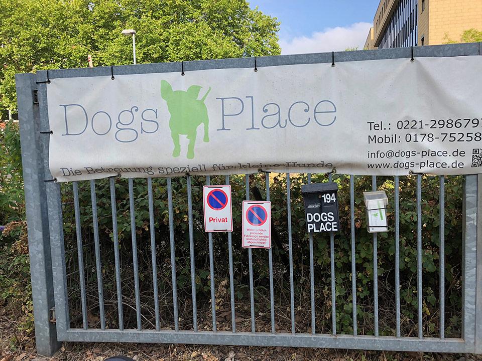 Tor zur Einfahrt Dogsplace