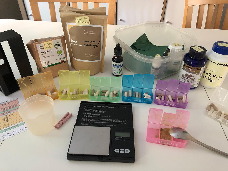Therapeutika nebst Taschenwaage & Pillendosierer